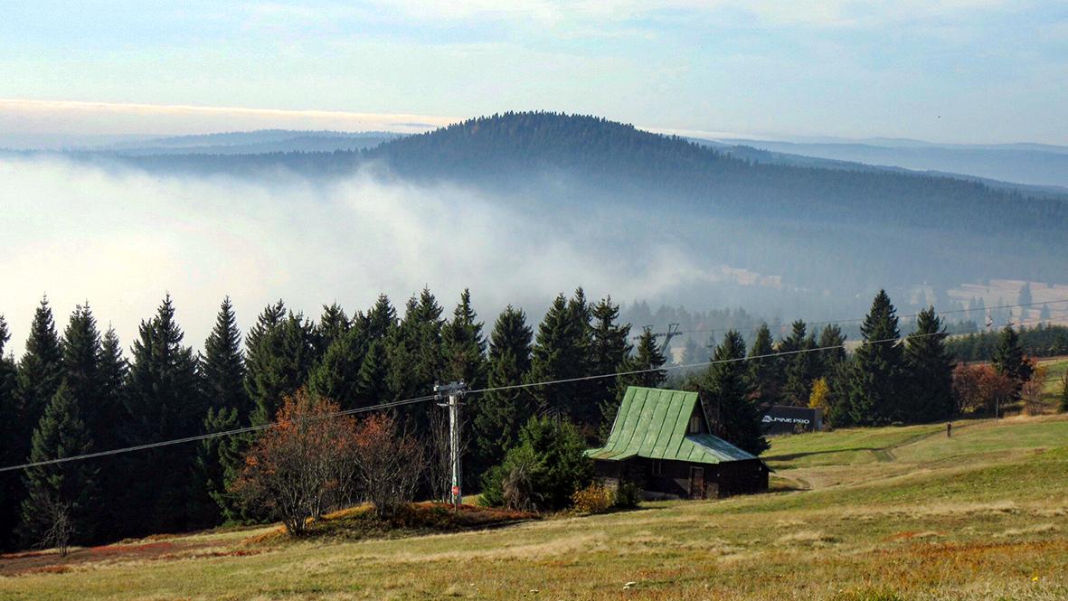 Blick zum 1.115 Meter hohen Gottesgaber Spitzberg (Božídarský Špičák). Foto: Chris Bergau