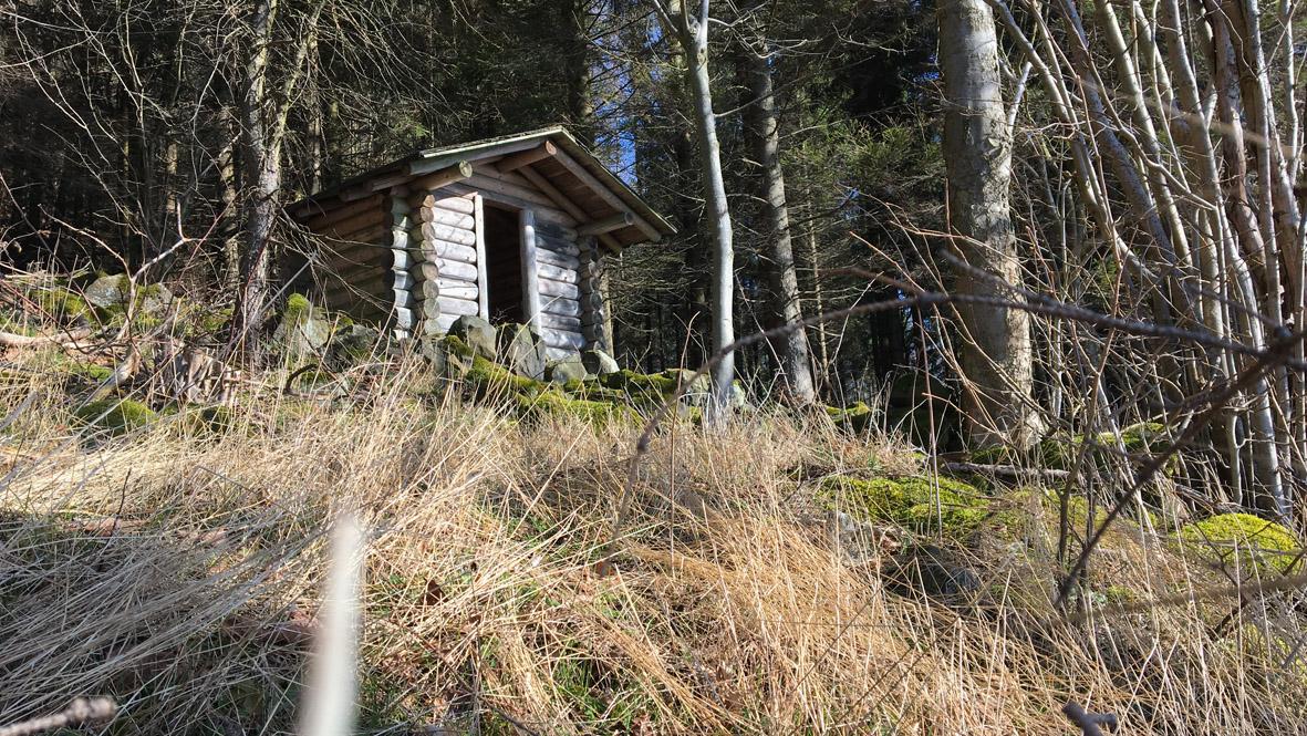 Schutzhütte am Pölberg. Foto: Chris Bergau