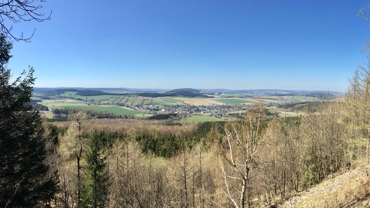 Blick vom Bärensteiner Berg in Richtung Scheibenberg. Foto: Chris Bergau
