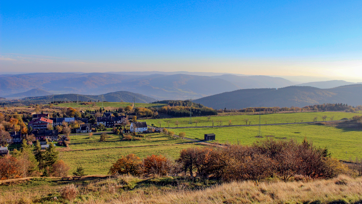 Grandiose Aussicht vom 910 Meter hohen Mědník. Foto: Chris Bergau