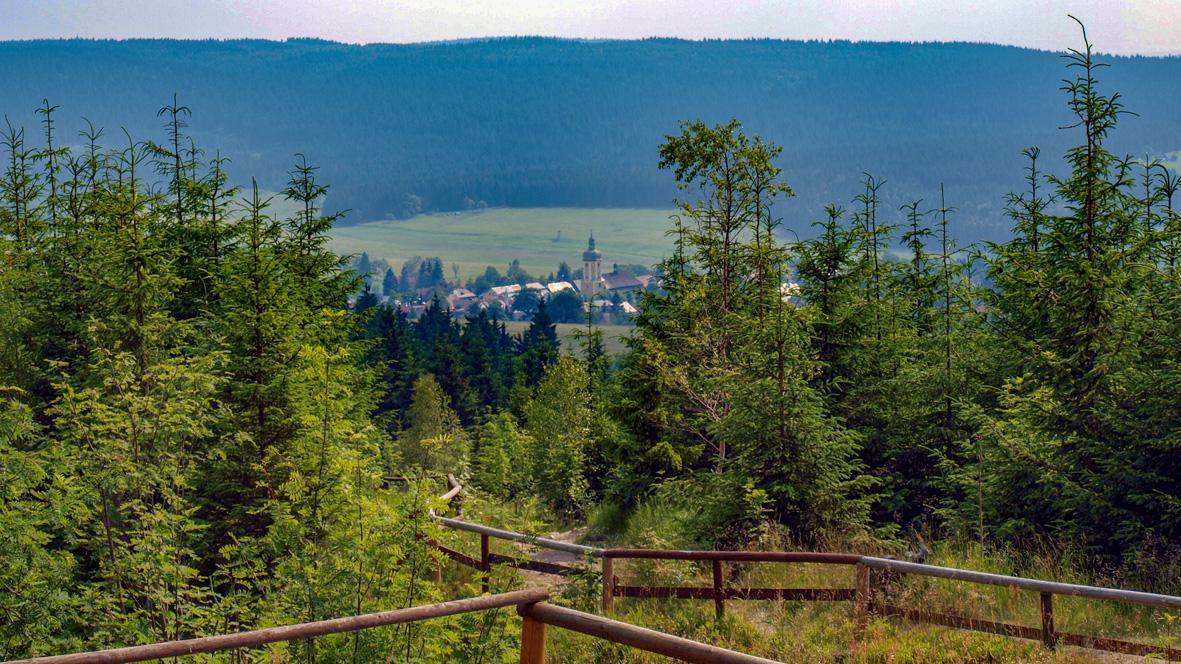 Blick auf Horní Blatná (Bergstadt Platten). Foto: Chris Bergau