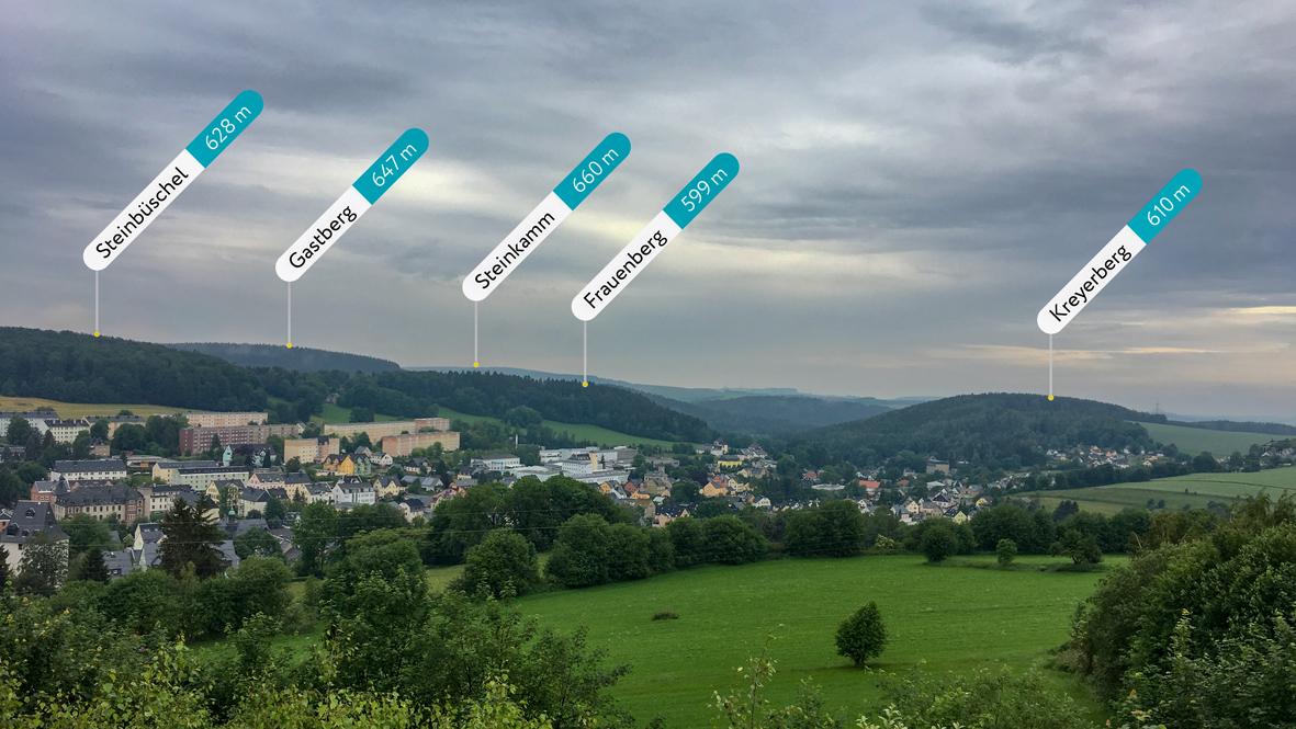Blick vom Sauberg auf Ehrenfriedersdorf mit den umliegenden Bergen. Foto: Chris Bergau