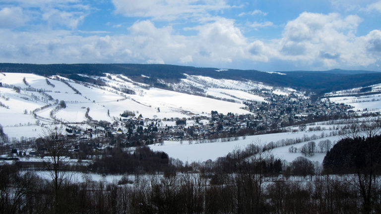 Blick auf das Waldhufendorf Königswalde. Foto: Chris Bergau/bergau-media.com