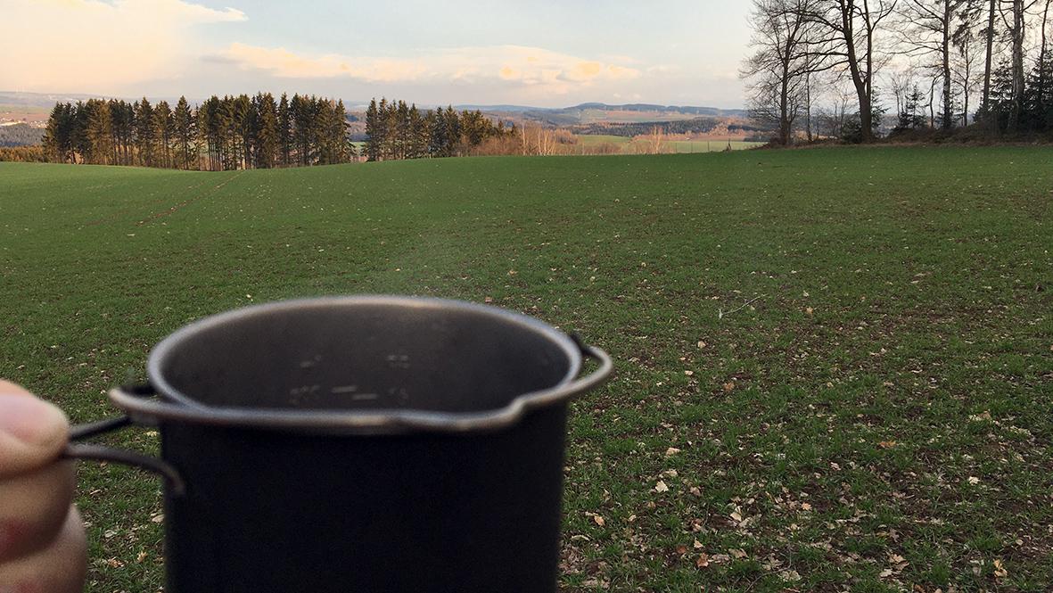 Tee bei Sonnenuntergang. Foto: Chris Bergau/bergau-media.com